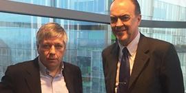 Jo Vandeurzen, Vlaams minister van Welzijn, Volksgezondheid en Gezin, ontvangt Dr. Luc Colemont, boegbeeld van de vzw Stop Darmkanker.